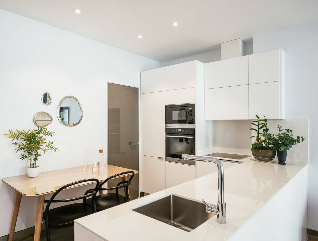 Cat In A Square Vacation Rental Apartment Justicia District Madrid